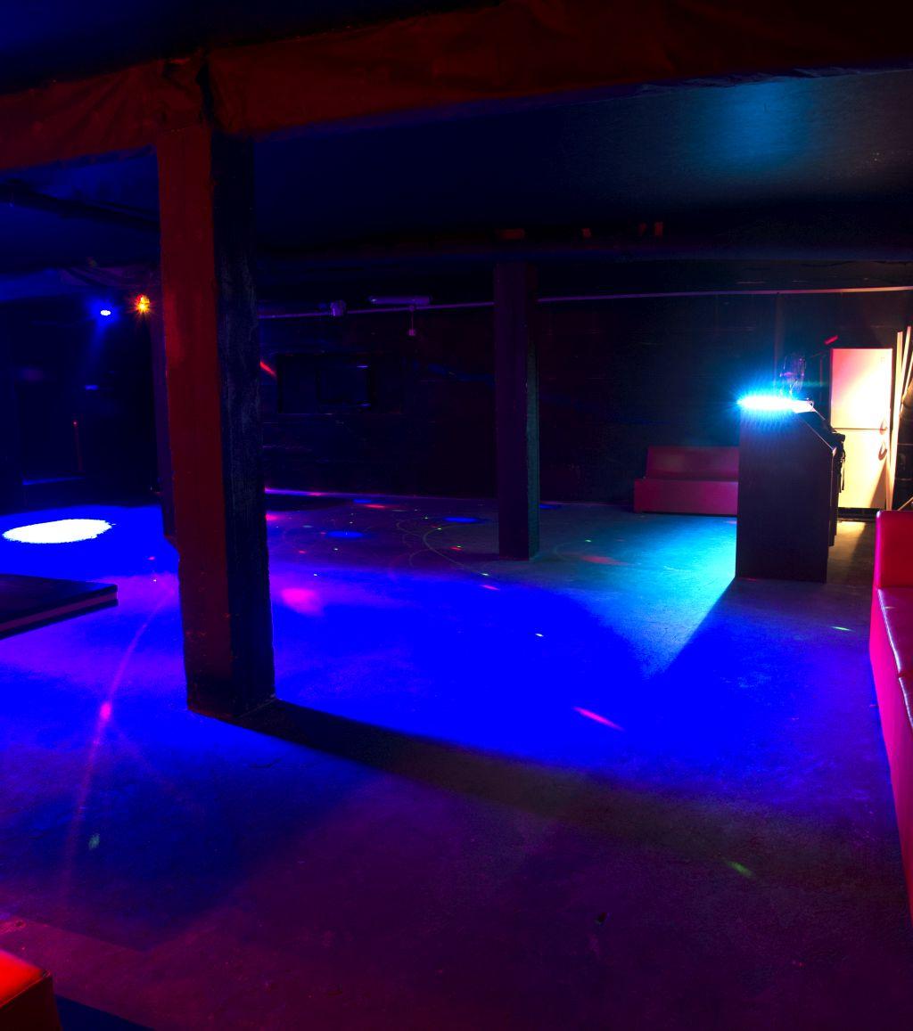Bar i sala taneczna na wieczory kawalerskie i urodziny